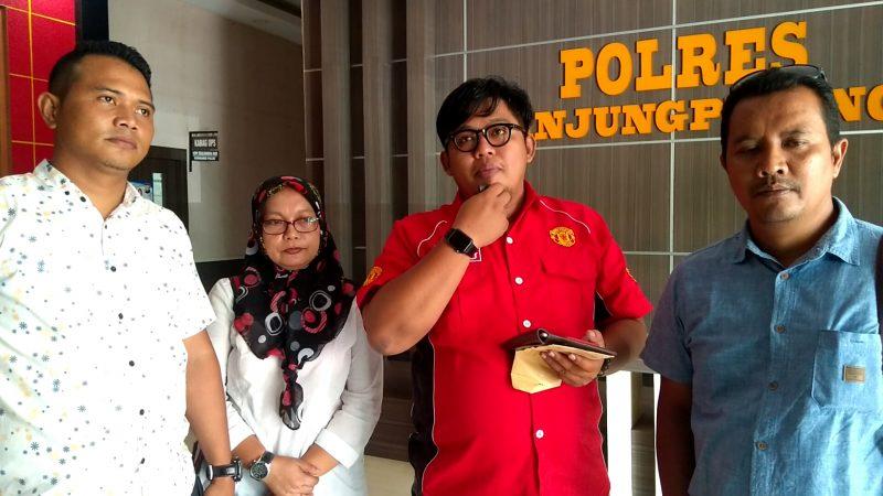 Ketua Korwil Hi-Melaya Kota Tanjungpinang, Ari Sunandar bersama pengurus saat di Polres Tanjungpinang