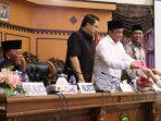 Unsur Pimpinan DPRD Tanjungpinang Saat Menerima Berkas Pandum Fraksi