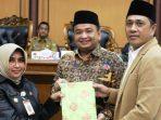 Wakil Walikota Tanjungpinang, Rahma Bersama Wakil Ketua I DPRD Kota Tanjungpinang, Ade Angga dan Wakil Ketua II, Ahmad Dani Usai Paripurna