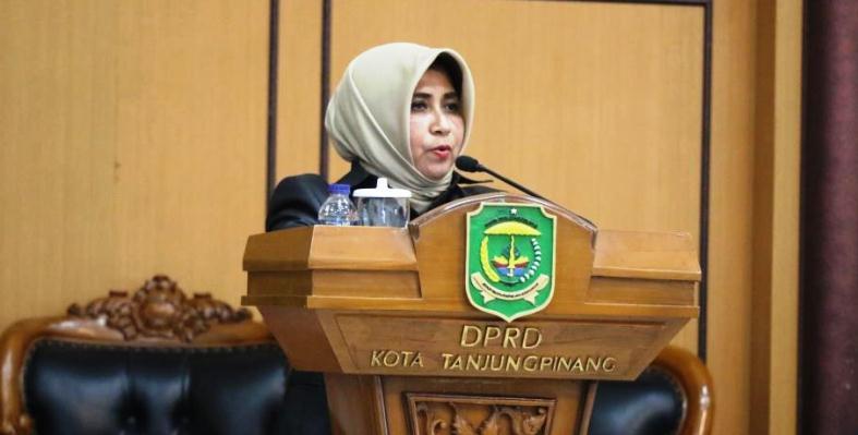 Wakil Walikota Tanjungpinang, Rahma Saat Menyampaikan Pidato Pengantar Penyampaian Tujuh Ranperda Tanjungpinang