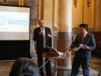 Abdul Hamid Rizal Saat Melakukan Presentasi Mengenai Potensi Kabupaten Natuna