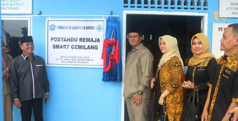 Bupati Bintan Apri Sujadi Bersama Wakil Bupati Bintan Dalmasri Syam Usai Meresmikan Posyandu Remaja