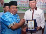 Walikota Tanjungpinang, H Syahrul S.Pd saat menerima penghargaan Tokoh Peduli Remaja Mesjid oleh BKPRMI