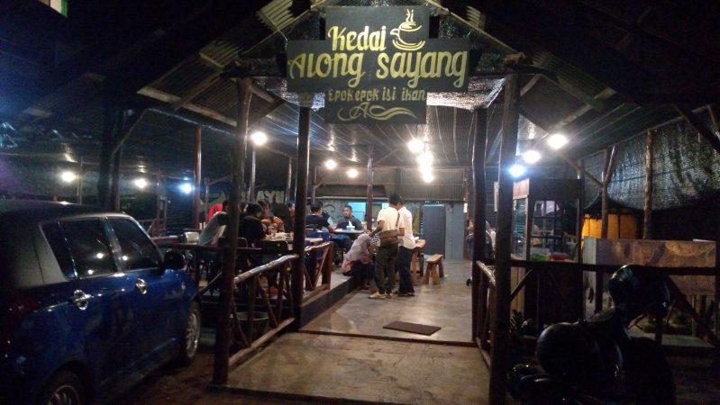 Kedai Kopi Along Sayang yang berdomisili di jalan R.H Fisabililah Km 8 atas tepatnya di sebelah Hotel CK, Tanjungpinang