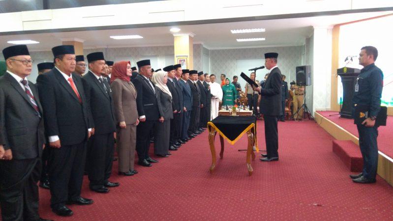 Walikota Tanjungpinang, Syahrul S.Pd lantik pejabat eselon 2,3 dan 4 di aula kantor Wali Kota Tanjungpinang