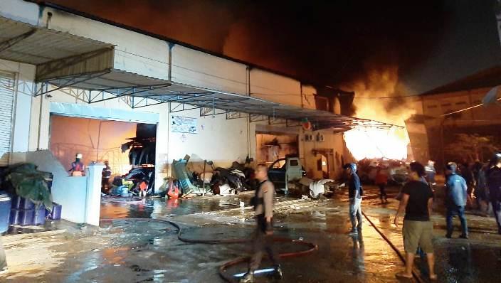 Api Saat Berkobar. Foto Tengku Bayu