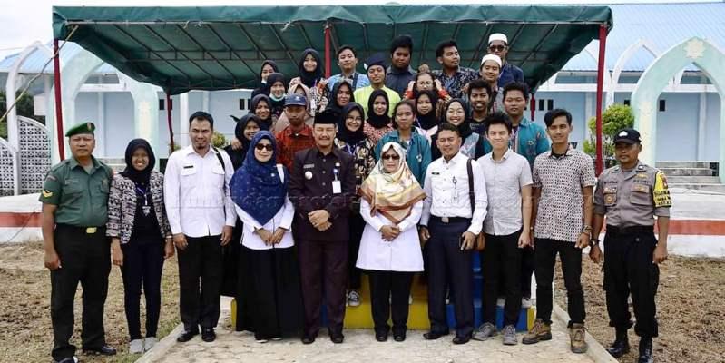Foto Bersama Mahasiswa KKN dari UGM