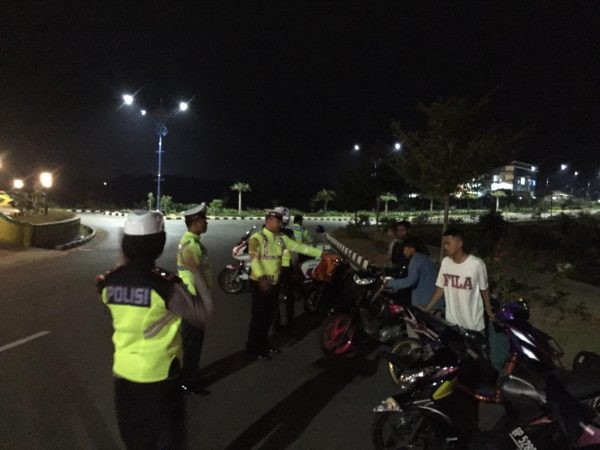 Satlantas Polres Tanjungpinang saat laksanakan razia di Dompak