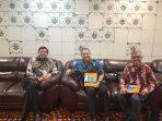 Rektor Universitas YARSI, Prof. dr. H. Fasli Jalal, Ph.D (mengenakan kemeja batik) bersama Ketua PWI Peduli Pusat, M. Nasir siap jalin kerja sama dalam bidang bantuan sosial dan kesehatan.