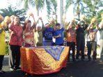 Bupati Lingga, Alias Wello Saat Pembukaan Festival Kelapa. Foto Humas Lingga