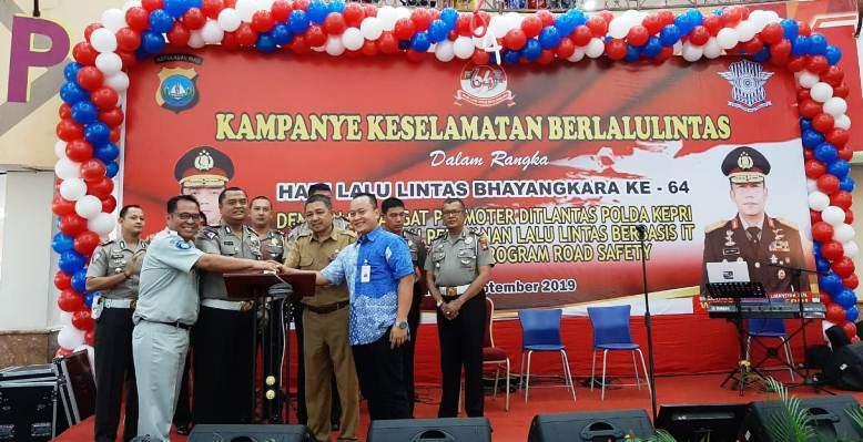 Dirlantas Polda Kepri Kombes Roy Ardhya Candra Saat Launching Smart Sim dan SP2HP di DC Mall. Foto Tengku Bayu