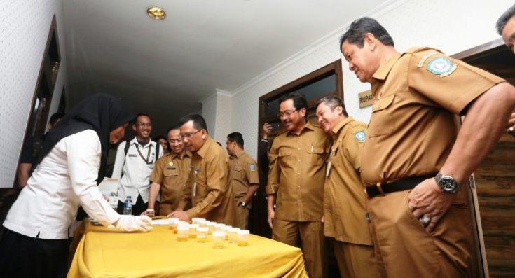 Gubernur Nurdin dan Wagub Isdianto Usai Tes Urine
