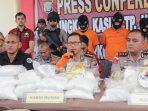 Kapolres Bintan AKBP Boy Herlambang didampingi Kabid Humas Polda Kepri saat konfrensi Pers