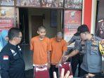 Dua pelaku diduga menyebarkan Upal yang dihadapkan oleh Kapolsek Tanjungpinang Barat Iptu Firuddin di depan sejumlah awak media
