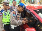 Anggota Propam Polres Tanjungpinang saat memeriksa kendaraan Kapolsek Kawasan Bandara RHF