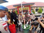 Kapolres Bintan, AKBP Boy Herlambang saat melaksanakan pemusnahan BB Sabu