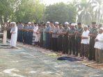 Kodim 0315/Bintan bersama Polri dan masyarakat, melaksanakan Sholat Istiqso di halaman Makodim 0315/Bintan