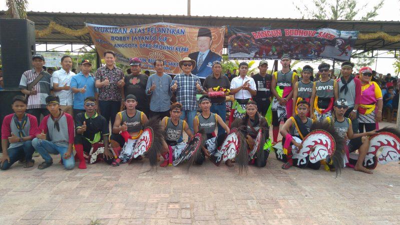 Bobby Jayanto photo bersama Anggota Kuda Kepang