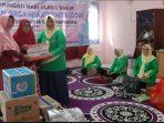 Ketua GOW Kota Tanjungpinang, Juwariyah Syahrul saat memberikan bantuan kepada pengurus Rumah Bahagia Lansia Bintan
