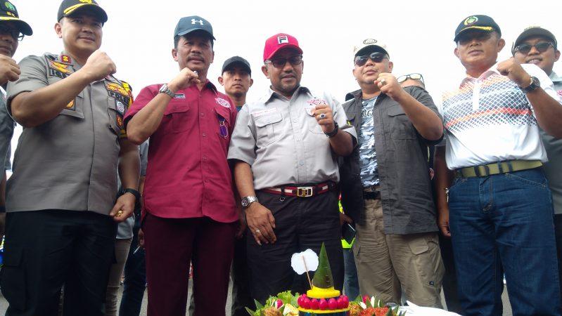 Pemotongan tumpeng sebelum Melayu Raya Cup Prix 2019 dimulai