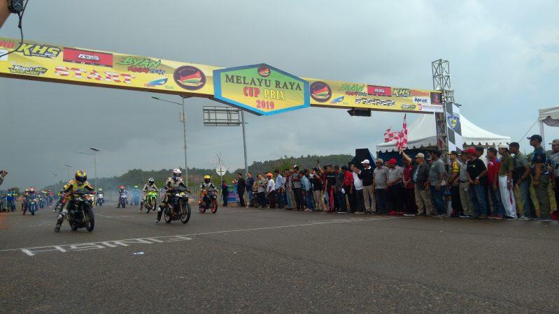 Melayu Raya Cup Prix 2019 dibuka secara resmi oleh Pembina Melayu Raya Rudy SE di Sirkuit non permanen, Dompak
