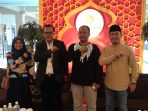 Sponsor, penyelenggara dan panitia photo bersama saat konfrensi pers di Hotel Comforta, Tanjungpinang