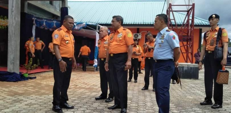 Kepala Basarnas Pusat, Marsekal Madya TNI Bagus Puruhito Saat Meninjau Kantor Pencarian dan Pertolongan Kelas B Natuna