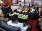Ketua DPRD Kepri, Jumaga Nadeak Saat Audensi Dengan LAM Kepri