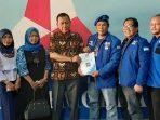 Amir Syarifudin tim Helmy Hemilton saat mendaftarkan diri ke DPC Partai Demokrat Batam f Tengku Bayu
