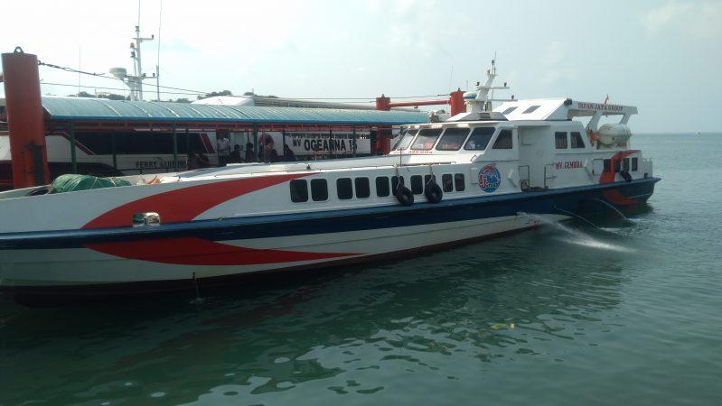 Ferry MV Gembira yang masih beroperasi walaupun dicabut izin berlayarnya oleh Dinas Perhubungan Provinsi Kepri