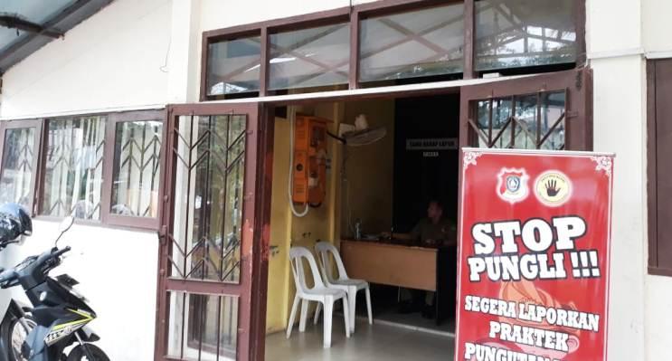 Kantor Disdukcapil Kota Batam Tampak Lengang. Foto ROSJIHAN HALID