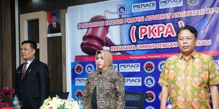 Wakil Walikota Tanjungpinang, Rahma Bersama Ketua DPC Peradi Tanjungpinang, Agung Saat Pembukaan Acara