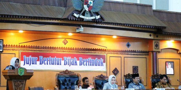 Wakil Walikota Tanjungpinang, Rahma Saat Menyampaikan Ranperda APBD 2020