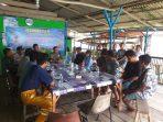 Kapolsek Gunung Kijang AKP Monang P Silalahi saat memberikan imbauan kepada para Nelayan Teluk Bakau, Kabupaten Bintan