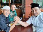 Ketua DPD PKS Batam Syarifudin Fauzi Salam Komando Dengan Balon Wako Batam Helmy Hemilton. F. Tengku Bayu