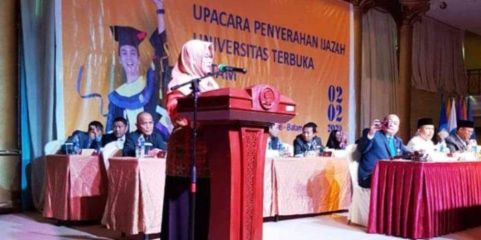 Wakil Bupati Natuna, Ngesti Yuni Suprapti saat memberikan kata sambutan