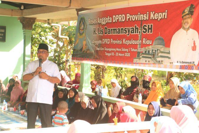 Anggota DPRD Provinsi Kepri Lis Darmansyah saat reses di jalan Lembah Merpati km 13, Tanjungpinang