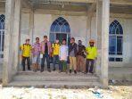 Penyemprotan disinfektan di Surau Arafah Perum Bandara Asri oleh Lurah Batu IX dan PT PRP