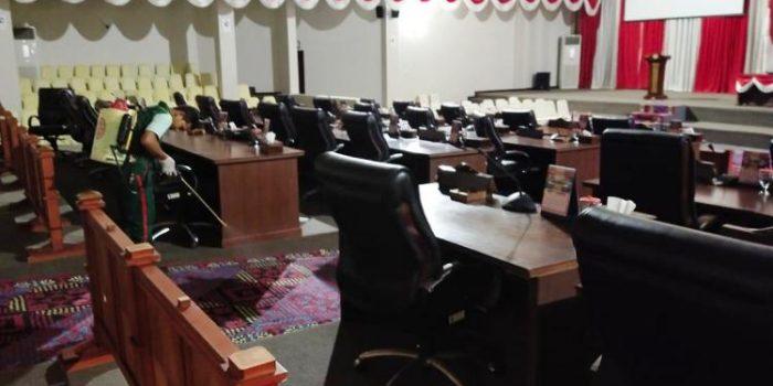 Ruang Rapat DPRD Kepri Saat Disterilkan