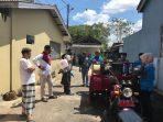 Lurah Kampung Bulang dan Kombesgor Kepri saat persiapan penyemprotan Disinfektan di Kampung Bulang