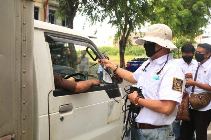 Melayu Raya bagi masker ke pengendara roda empat dan dua serta pedagang di Bintan Centre