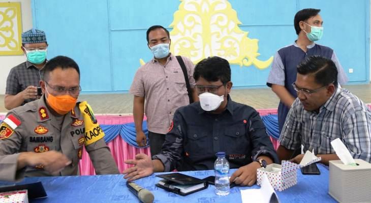 Bupati Bintan, Apri Sujadi Saat Rapat..