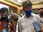 Plt Gubernur Kepri Isdianto Saat Diwawancara Awak Sejumlah Media di Gedung Daerah