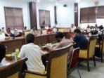 Suasana RDP di Ruang Komisi I DPRD Batam. Foto Rosjihan