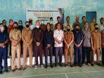 Foto bersama dengan tokoh masyarakat dan aparatur desa