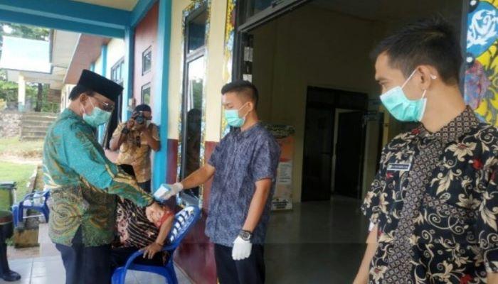 H. Pang Ali saat melakukan protokol kesehatan