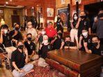 Calon Gubernur Kepri, H. Muhammad Soerya Respationo Saat Foto Bersama Pemuda dan Pemudi di hari Sumpah Pemuda