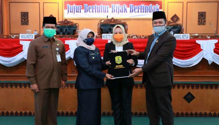 Walikota Tanjungpinang, Rahma Foto Bersama Unsur Pimpinan DPRD Tanjungpinang