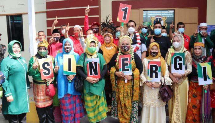 Calon Gubernur Kepri Nomor Urut 1, Soerya Respationo Saat Foto Bersama Relawan SInergi