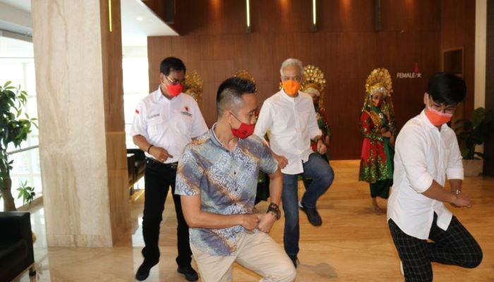 Calon Gubernur Kepri Nomor Urut 1, Soerya Respationo Saat Menari Bersama Gubernur Jawa Tengah, Ganjar